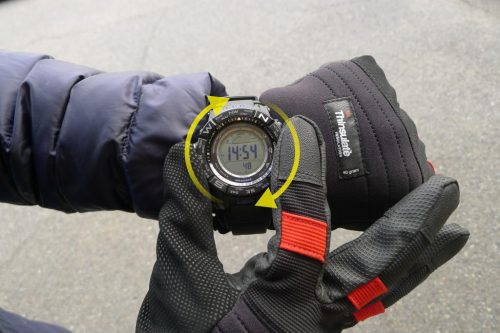 e25ed2011a 「レジスターリング」は時計回り/半時計回りと両方向へ回転。クリック感は無く適度な抵抗でスムーズに回ります。